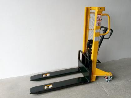 Ruční vysokozdvižný vozík